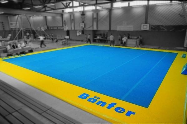 Trainings- Bodenfläche aus Bodenturnmatten 12x12m